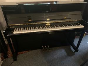 Gebrauchtes Klavier der Marke Kemble